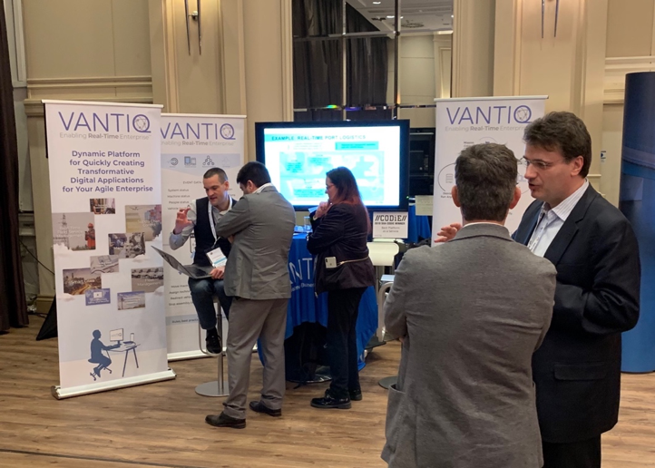 VANTIQ team chatting with participants at VANTIQ booth on Supply Chain Insights Live EU 2019 in Düsseldorf