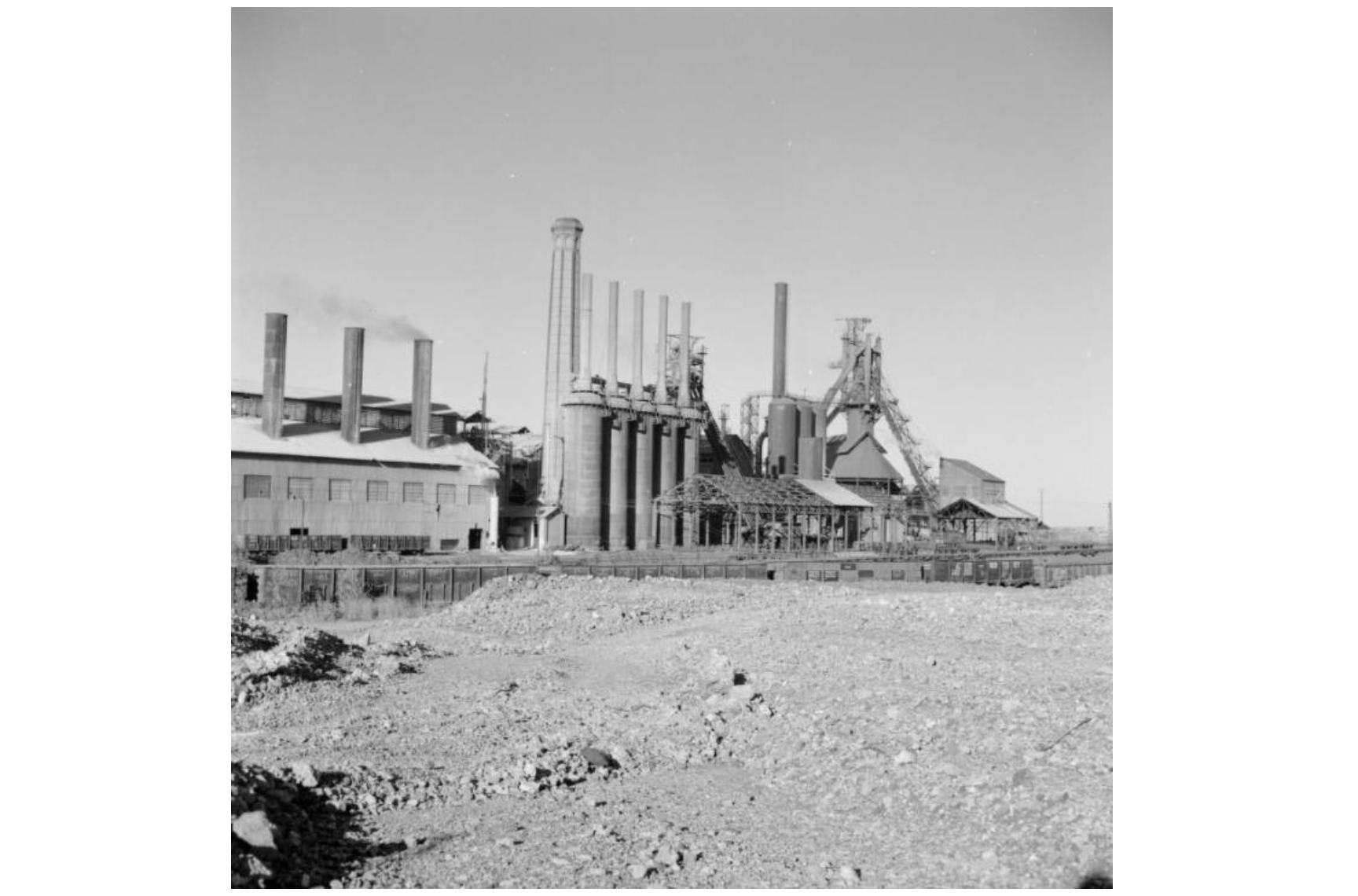 picture of old steel refinery in mexico