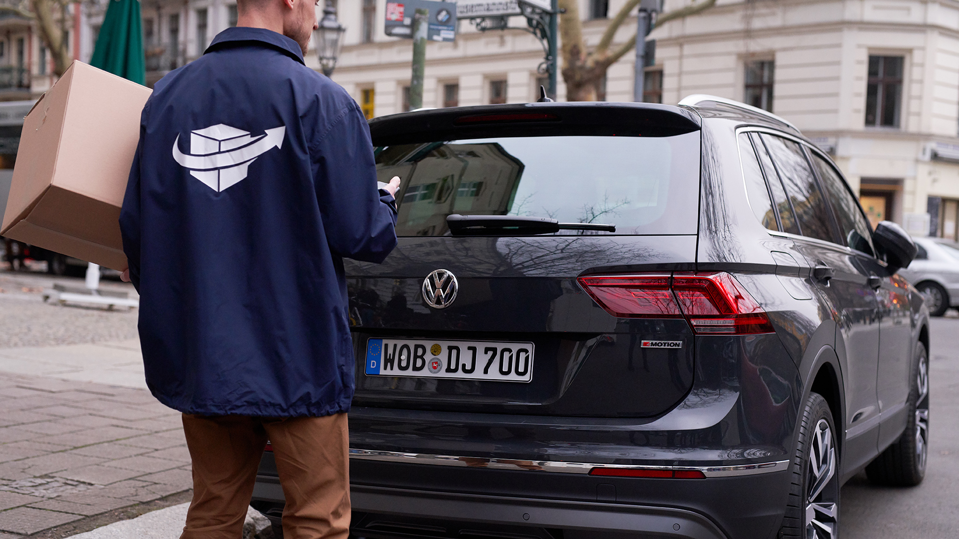 volkswagen trunk package delivery